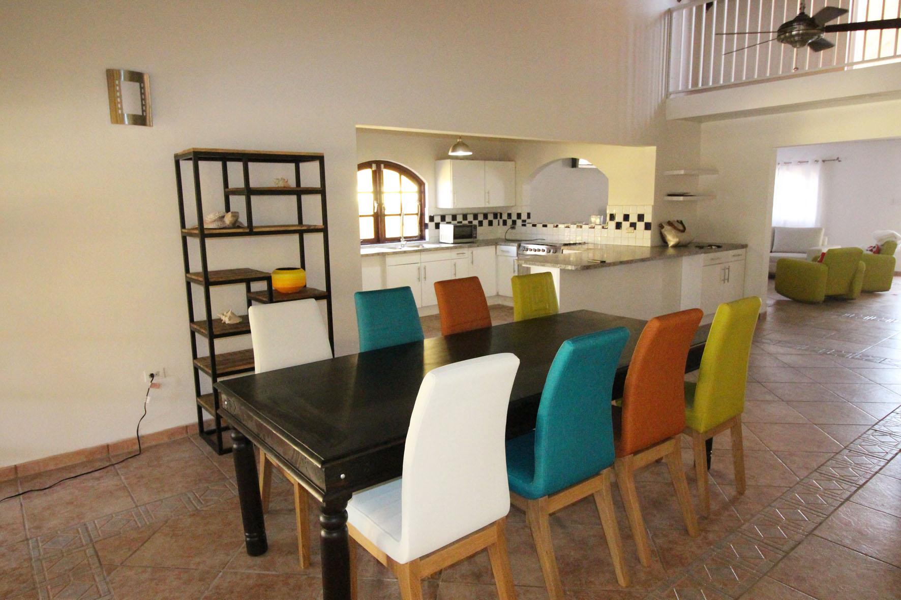 Casa Galpy Dining Room & Kitchen